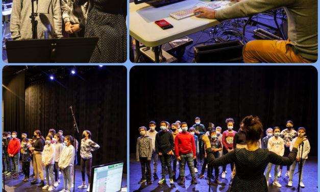 Enregistrement au Théâtre Le Forum d'une chanson écrite par les 6ème C